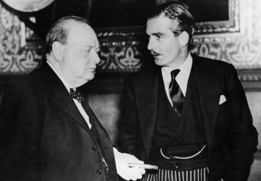Как английский министр иностранных дел сэр Антони Иден на фронт ездил