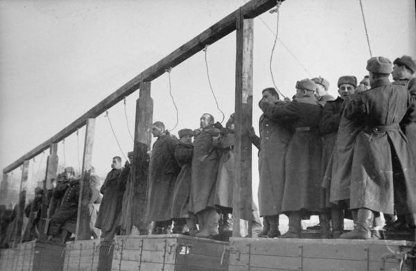 Казнь фашистов на площади Калинина (Майдан Незалежности)