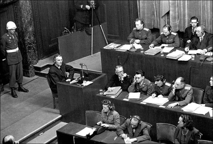 Фото 9. Паулюс на Нюрнбергском процессе. Фото из Яндекса