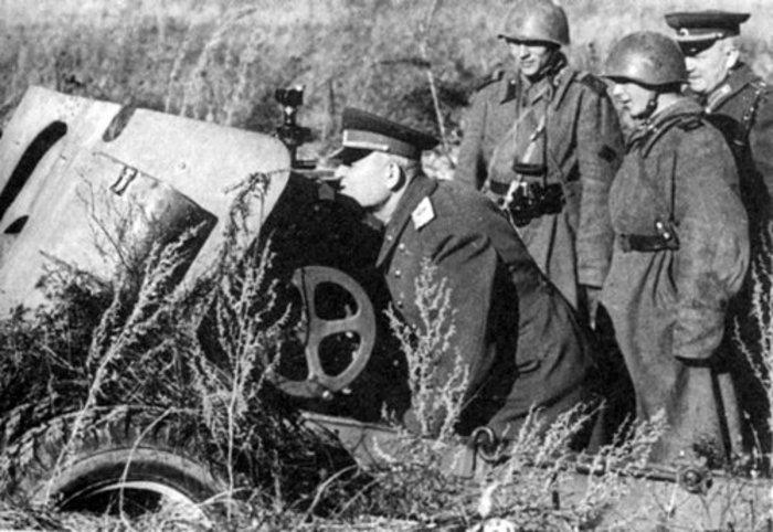 Командующий 1-м Украинским фронтом И. С. Конев по позициях