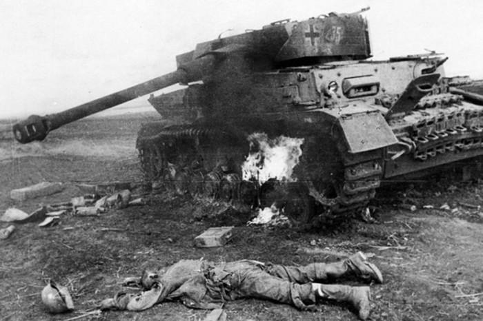 Подбитый на Курской дуге немецкий танк Pz.Kpfw. IV