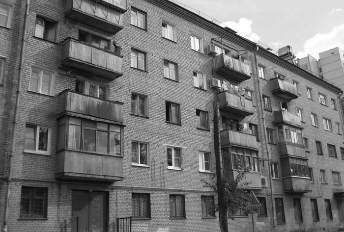 Открытые балконы «хрущевок» многие старались остеклить еще в советское время