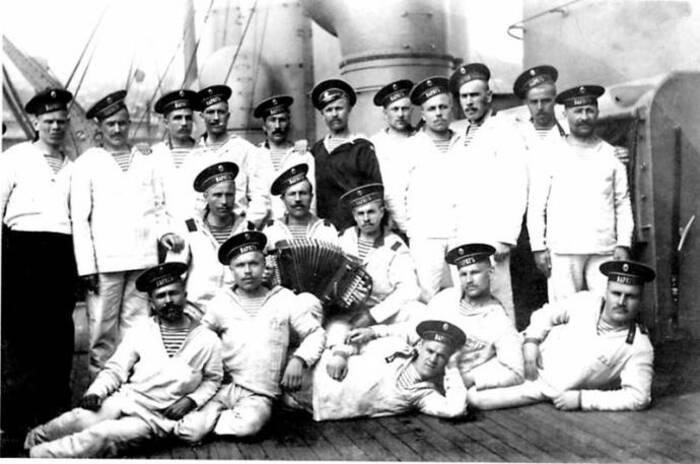 Моряки Русского императорского флота в тельняшках