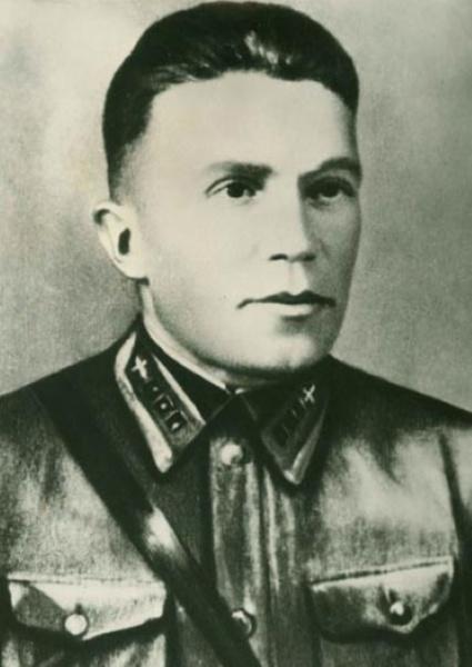 Николай Кузнецов в форме летчика советских ВВС, которая поддерживала его легенду о работе на авиазаводе №22 в Москве, 1939 год