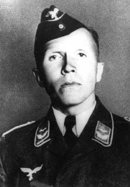 Николай Кузнецов в форме офицера Люфтваффе: такой была первоначальная легенда Пауля Зиберта. Снимок 1942 года