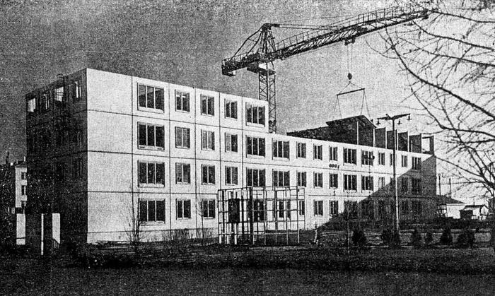 Фотография строительства одного из самых первых домов нового типового проекта в Москве в районе Черемушки