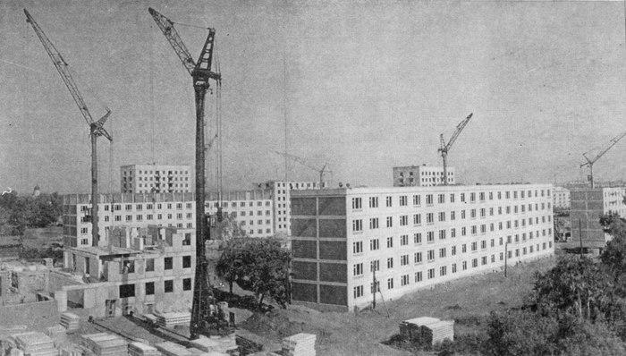 Возведение домов первой «хрущевской» серии К-7 в московском районе Хорошево-Мневники