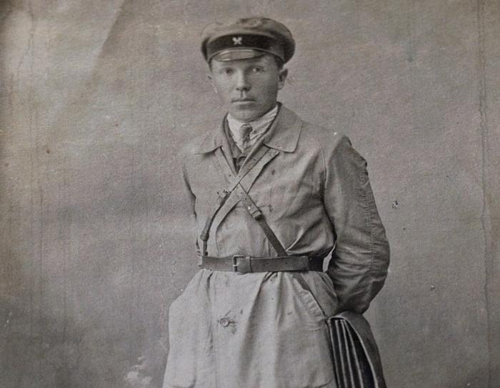 Фотография 1931 года, на обороте которой рукой Николая Кузнецова на немецком языке сделана надпись: «Июль 1931 г. В память о работе в Кудымкаре»