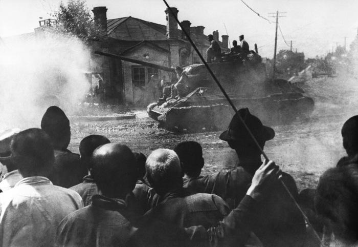 Советские танки Т-34-85 в освобожденном китайском городе Харбин