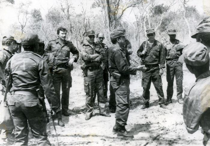 Бойцы спецназа ГРУ во время командировки в одну из африканских стран, 1980-е годы