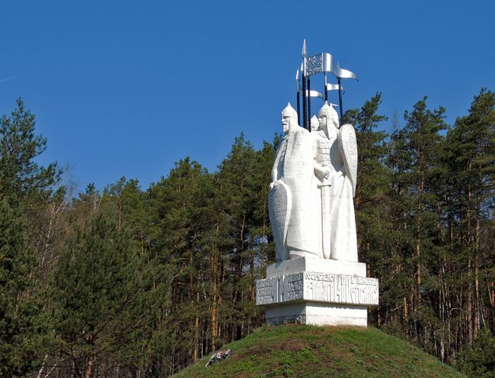 Памятник «Стояние на реке Урге», установленный в 1980 году в честь 500-летия знаменитого события