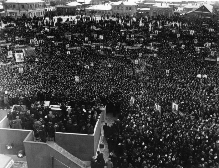 Огромные массы народа на похоронах Сталина