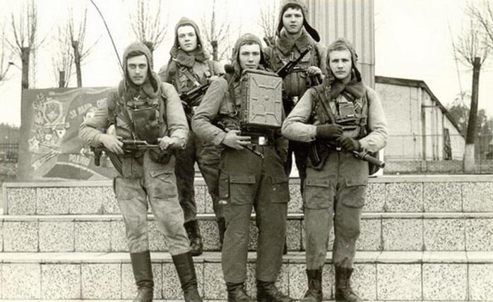 Отделение роты штаба 3-ей гвардейской бригады спецназа Группы советских войск в Германии — победители соревнований групп специального назначения, начало 1980-х годов