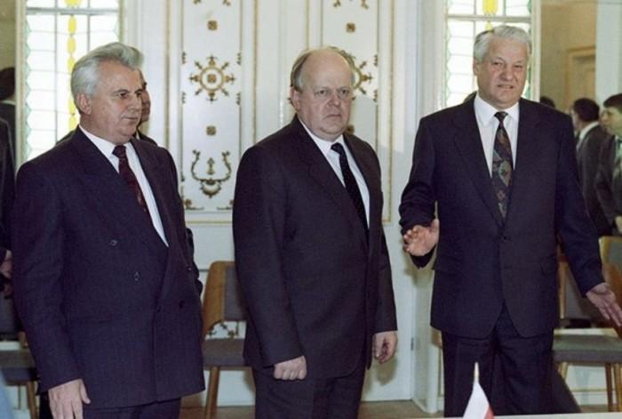 Те кто окончательно разрушил СССР подписав Беловежские соглашения
