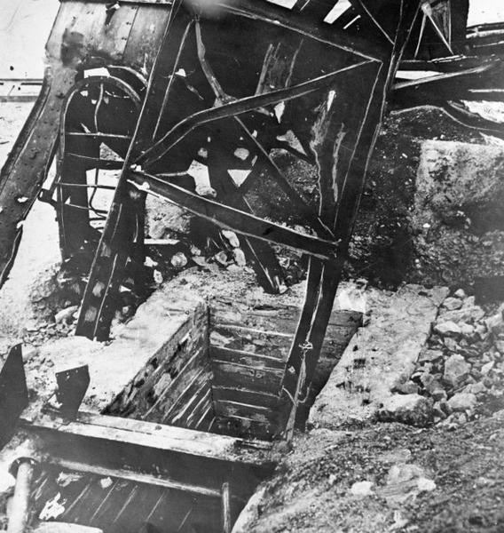 Горловина шурфа шахты №5, в которую 15 января сбрасывали первых казненных молодогвардейцев
