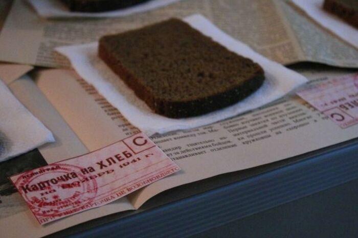 Карточка и хлеб