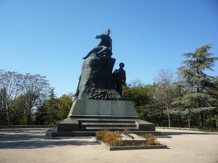 Памятник Корнилову на месте его смертельного ранения