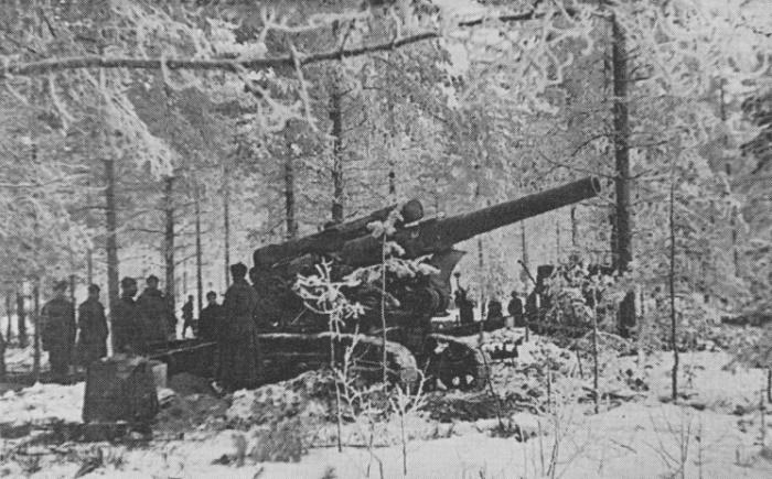 Советская 203-мм гаубица Б-4 на огневой позиции на Карельском перешейке. Выдвинутые на прямую наводку, такие крупнокалиберные орудия сыграли важную роль в прорыве «линии Маннергейма»