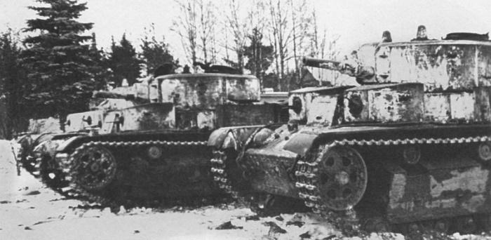 Танки Т-28 20-й тяжелой танковой бригады перед выходом на боевую операцию. Карельский перешеек, февраль 1940 года