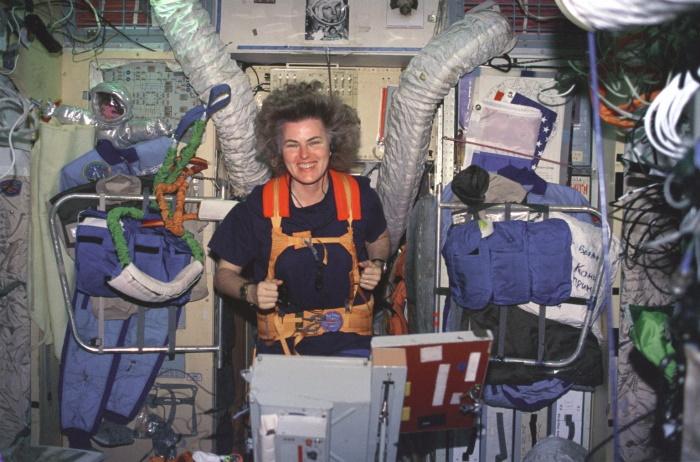 Американский астронавт Шеннон Лусид, которой принадлежит рекорд длительности одновременного пребывания в космосе среди женщин — 188 суток