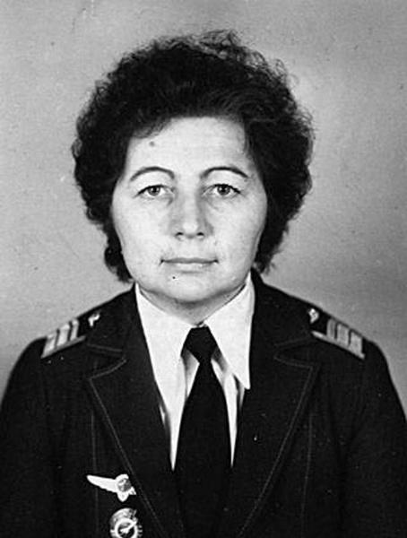 Единственная женщина, награжденная «авиационной» медалью Нестерова — летчица Нина Литюшкина, занесенная в Книгу рекордов Гиннеса как обладательница самого большого налета среди женщин (около 24 тысяч часов)